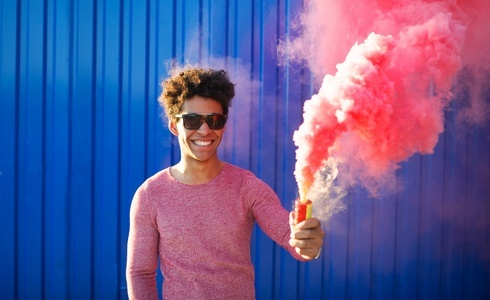 Jak nosit těchto 6 odvážných barev