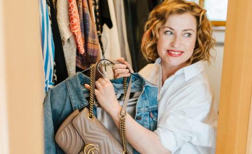 """""""Vyčištěním šatníku dojde i k jakési psychické úlevě."""" říká módní stylistka Irena Vokrojová."""