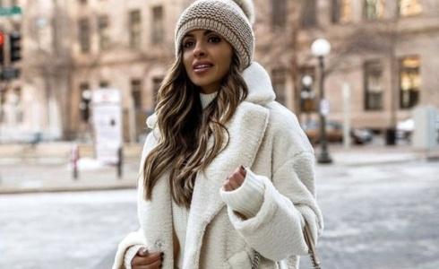 Zimní trendy roku 2021: co si obléct a co naopak nechat ve skříni?