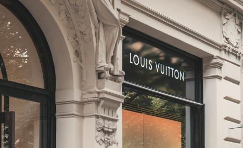 Louis Vuitton jako nejoblíbenější módní značka. Jaké další se v žebříčku umístily?