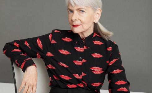 Poznejte téměř sedmdesátiletou módní blogerku, od které se můžete učit