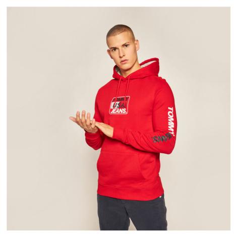 Tommy Jeans pánská červená mikina Essential Graphic Tommy Hilfiger