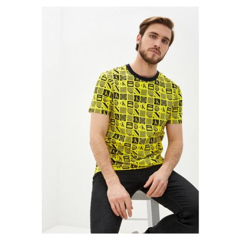 Calvin Klein Calvin Klein pánské žluté tričko FLYER AOP RELAXED TEE