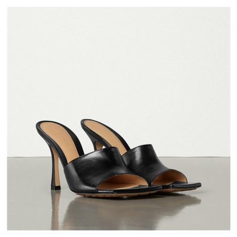 Kožené černé pantofle bílé letní boty na jehlovém podpatku