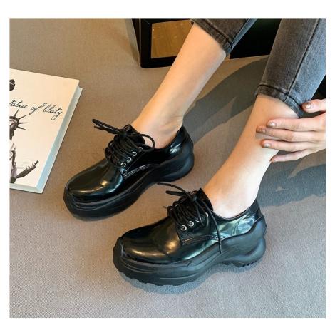 Černé lakované tenisky šněrovací kožené boty na gumové platformě