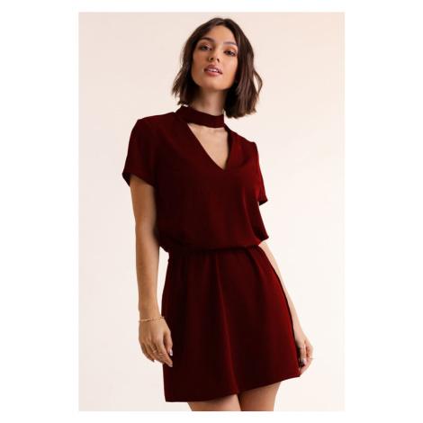 Dámské krátké šaty s chokerem v bordó barvě 292 IVON