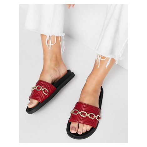 London Rebel chunky quilted chain sliders in red