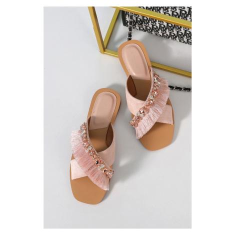 Světle růžové nízké pantofle s ozdobními kamínky Mara Erynn