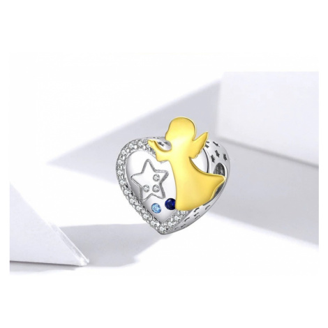 Jemný přívěsek na náramek ve tvaru srdce s pozlaceným andílkem