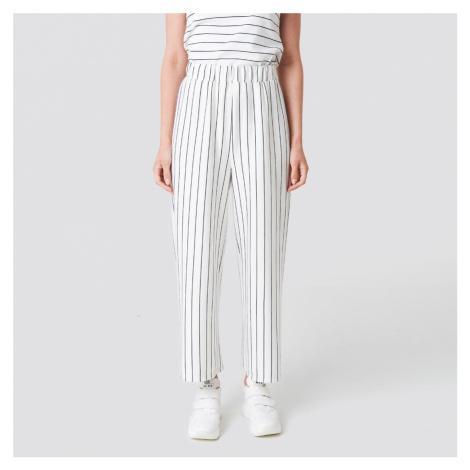Bílé pruhované kalhoty Lisa NA-KD