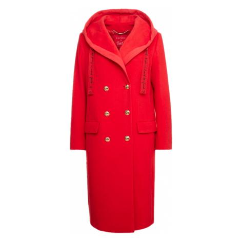 Červený kabát ESCADA z kolekce RITA ORA
