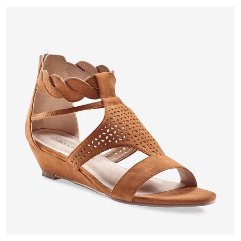 Blancheporte Perforované sandály se splétaným páskem tmavě béžová