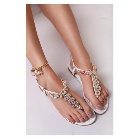 Bílé sandály s ozdobnými kamínky Fenena Bestelle