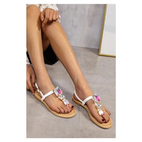 Bílé nízké sandály s ozdobnými kamínky Alessandra Erynn