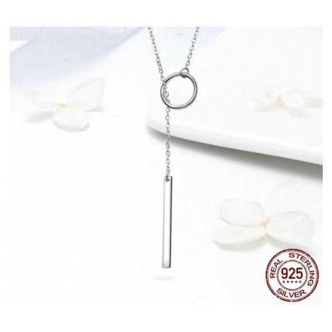 Stříbrný dlouhý náhrdelník s přívěsky geometrického tvaru