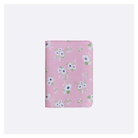 Růžový obal na cestovní pas s kytičkami