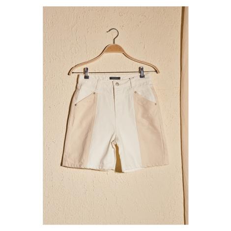 Trendyol Denim Shorts with White Ekru Color Block