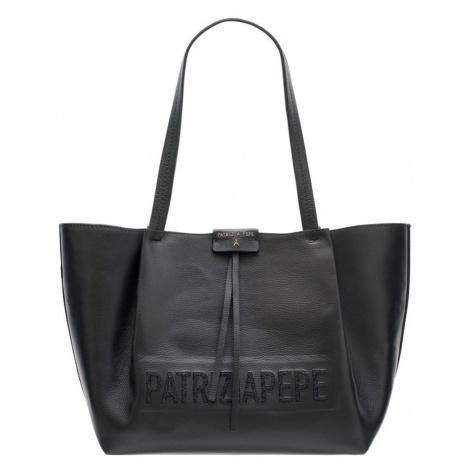 Patrizia Pepe kožená kabelka černá s logem
