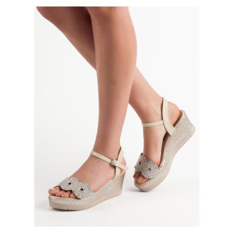 Výborné dámské  sandály hnědé na klínku Kylie