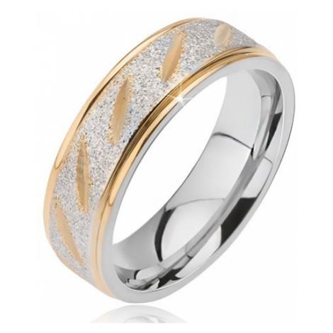 Ocelový snubní prsten matný střední pruh se zlatými zářezy a zlaté okraje Šperky eshop