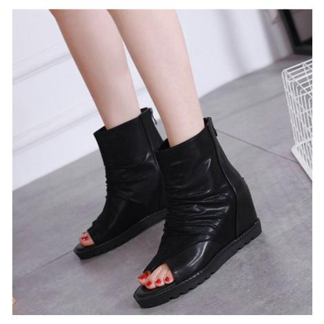 Dámské Kožené boty černé s volnou špičkou s řasením a plnou patou