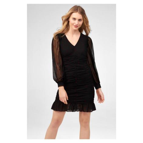 Přiléhavé mini šaty Orsay