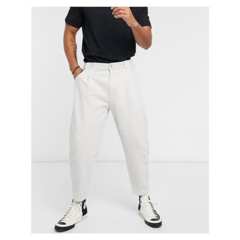 Bershka balloon fit jeans in ecru-Neutral