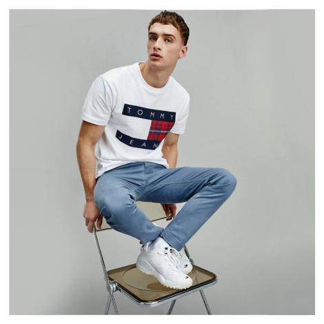Tommy Jeans pánské bílé tričko Flag Tee Tommy Hilfiger