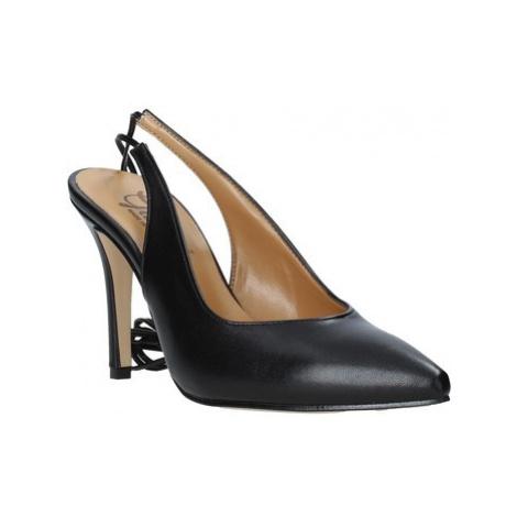 Grace Shoes 038138 Černá