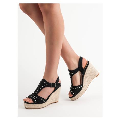Praktické dámské černé  sandály na klínku Kylie