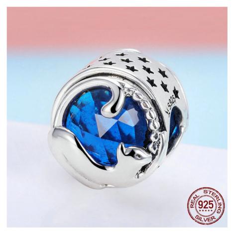 Stříbrný kulatý přívěsek milá kočka s třpytivým modrým kamenem