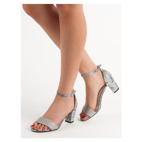 Luxusní šedo-stříbrné dámské sandály na širokém podpatku GOODIN