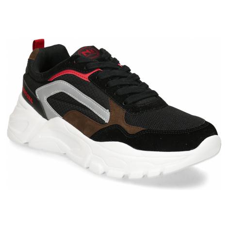 Černé pánské sneakersky s robustní bílou podešví Baťa