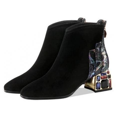 Kožené kotníkové boty s flitry a barevnými kameny semišová obuv