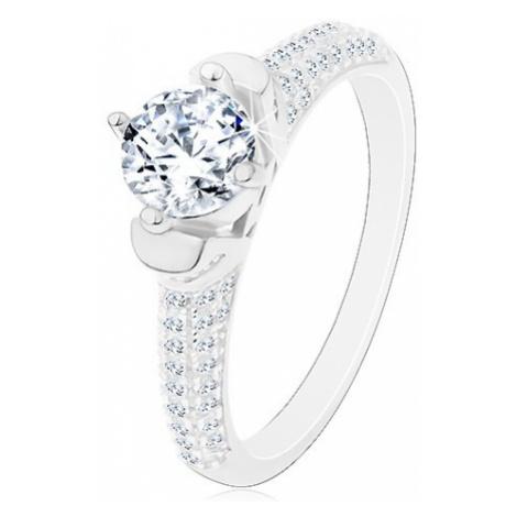 Stříbrný prsten 925, kulatý čirý zirkon v dekorativním kotlíku, blýskavá ramena Šperky eshop