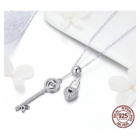 Stříbrný náhrdelník s masivními přívěsky klíč a srdce