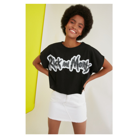 Trendyol Black Rick And Morty Licensed Printed Crop Knitted T-Shirt