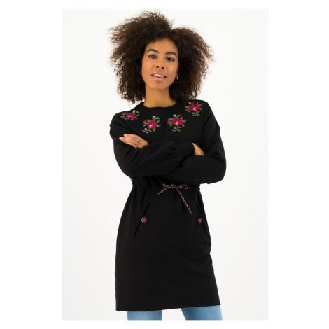 Blutsgeschwister černé mikinové šaty Jet Black s výšivkami