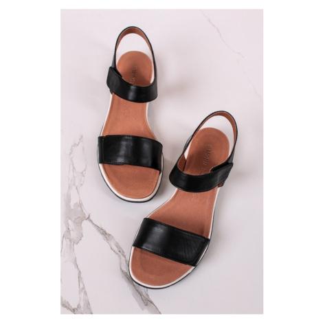 Černé kožené sandály 9-28703 Caprice