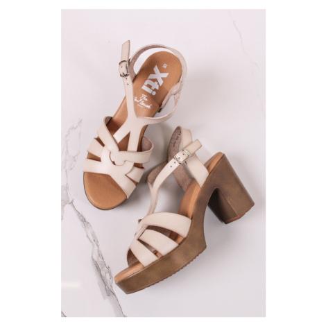 Světle béžové sandály na hrubém podpatku 42747 Xti