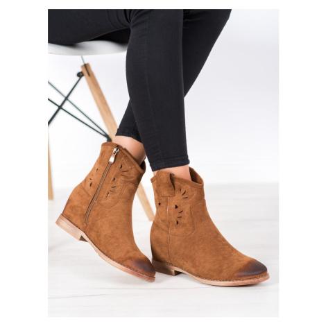 Pěkné  kotníčkové boty dámské hnědé na klínku VINCEZA