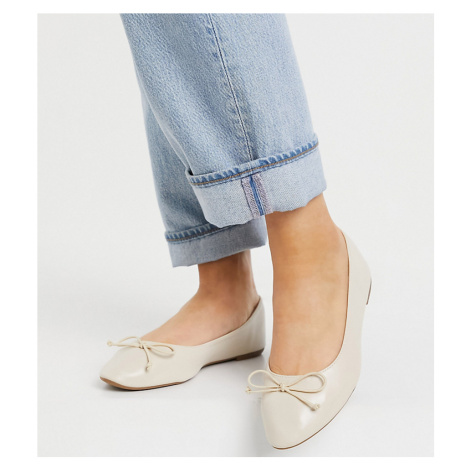 Truffle Collection wide fit easy ballet flats in beige-Neutral