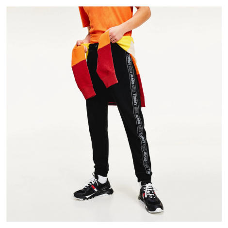 Tommy Jeans pánské černé tepláky Tape Tommy Hilfiger