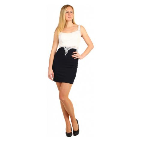 Krátké pouzdrové šaty s krajkou