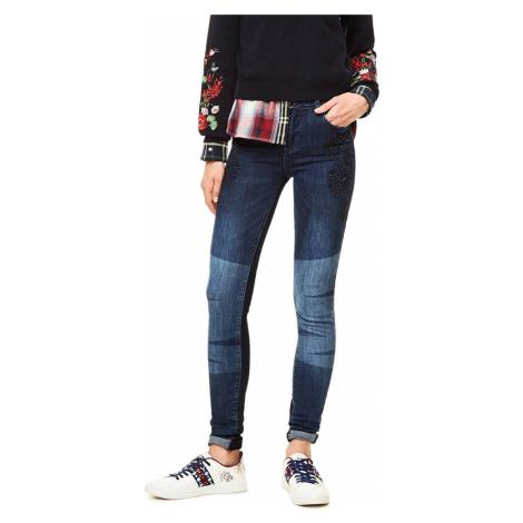 Džínové kalhoty s vyšíváním Desigual