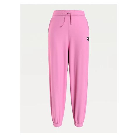 Tommy Hilfiger Tommy Jeans dámské růžové tepláky ORGANIC BADGE SWEATPANT