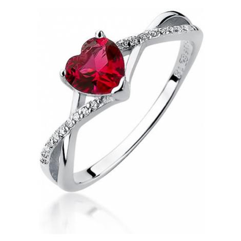 OLIVIE Stříbrný prsten SRDCE RUBY 3635