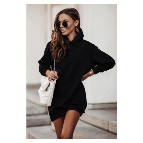 Oversize černé mikinové šaty s kapucí a dlouhým rukávem