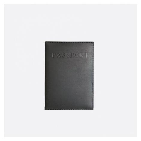 Černý obal na cestovní pas