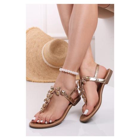 Zlaté nízké sandály s ozdobnými kamínky Verna Belle Women